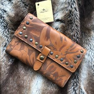 Patricia Nash colli studded tooled wallet clutch